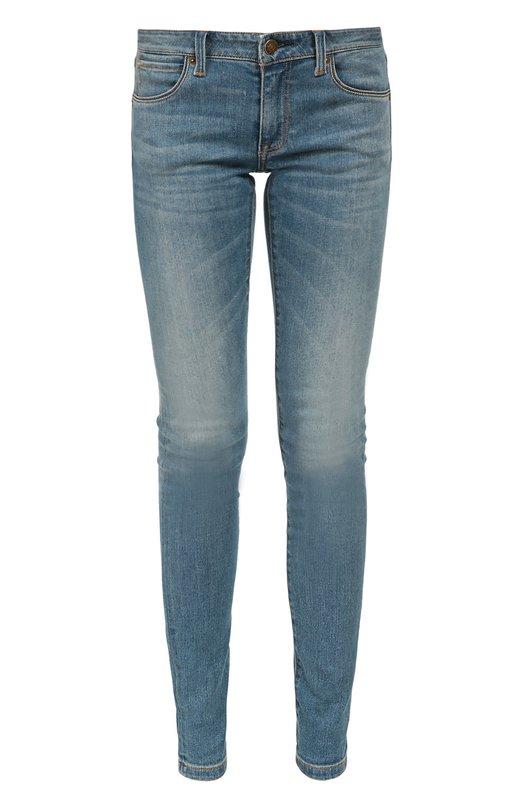 Джинсы BurberryДжинсы<br>В классическую коллекцию бренда, основанного Томасом Берберри, вошли потертые джинсы skinny с заниженной посадкой. Модель из плотного синего хлопка прошита прочной нитью табачного цвета. Нашим стилистам нравится сочетать с удлиненным бежевым пуловером и черными ботильонами.<br><br>Российский размер RU: 46<br>Пол: Женский<br>Возраст: Взрослый<br>Размер производителя vendor: 28<br>Материал: Хлопок: 93%; Полиэстер: 5%; Эластан: 2%;<br>Цвет: Синий