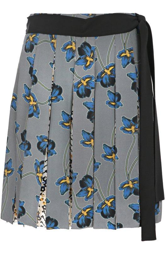 Шелковая мини-юбка в складку с поясом и цветочным принтом Dorothee SchumacherЮбки<br>Доротея Шумахер включила в коллекцию сезона осень-зима 2016 года короткую юбку со складками. Модель из мягкого серого шелка с контрастным цветочным принтом дополнена длинным черным поясом. Рекомендуем носить с пуловером в тон и темными ботильонами.<br><br>Российский размер RU: 46<br>Пол: Женский<br>Возраст: Взрослый<br>Размер производителя vendor: 4<br>Материал: Отделка-шелк: 90%; Шелк: 100%; Подкладка-полиэстер: 100%; Отделка-металлизир.волокно: 10%;<br>Цвет: Разноцветный