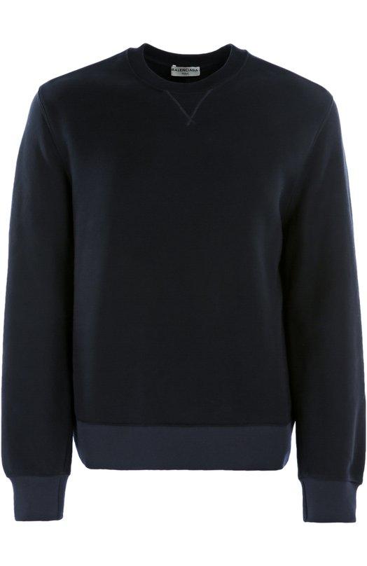 Хлопковый свитшот с контрастными манжетами BalenciagaСвитеры<br>Темно-синий свитшот из плотного хлопкового джерси вошел в коллекцию сезона осень-зима 2016 года. Длинные рукава дополнены контрастными манжетами. Сзади на поясе — принт в виде логотипа марки, основанной Кристобалем Баленсиагой. Нам нравится сочетать с черными брюками, дерби и рюкзаком.<br><br>Российский размер RU: 50<br>Пол: Мужской<br>Возраст: Взрослый<br>Размер производителя vendor: L<br>Материал: Хлопок: 100%;<br>Цвет: Темно-синий