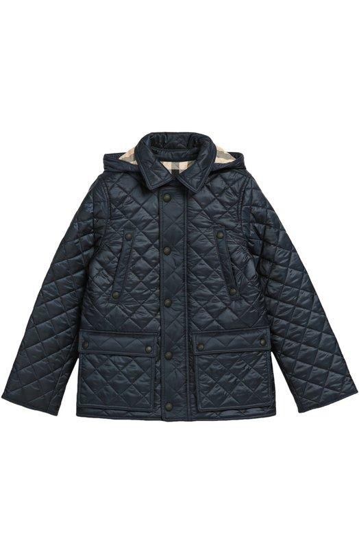Стеганая куртка с капюшоном BurberryВерхняя одежда<br>В осенне-зимнюю коллекцию 2016 года вошла куртка с отстегивающимся капюшоном. Мастера марки сшили модель из легкой водонепроницаемой ткани синего цвета, контрастную подкладку — из хлопка в клетку. Одежда дополнена двумя врезными и двумя накладными карманами.<br><br>Размер Years: 12<br>Пол: Мужской<br>Возраст: Детский<br>Размер производителя vendor: 146-152cm<br>Материал: Полиэстер: 100%; Подкладка-хлопок: 100%;<br>Цвет: Синий