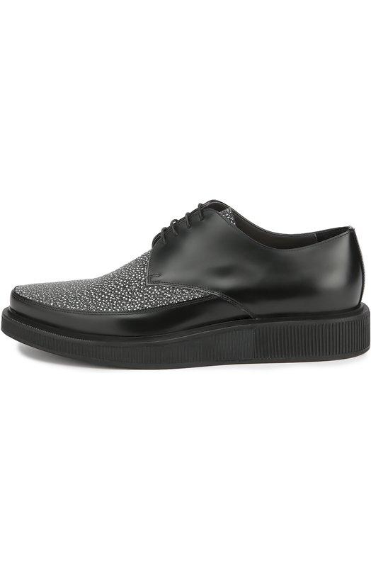 Кожаные туфли с контрастным мысом LanvinТуфли<br>Союзка и язычок туфель из осенне-зимней коллекции 2016 года декорированы мелким монохромным принтом. Мастера марки, основанной Жанной Ланван, сшили обувь из гладкой матовой кожи черного цвета. Обувь с открытым типом шнуровки дополнена широкой подошвой, плавно восходящей по высоте от мыса к пятке.<br><br>Российский размер RU: 43<br>Пол: Мужской<br>Возраст: Взрослый<br>Размер производителя vendor: 9<br>Материал: Кожа натуральная: 100%; Стелька-кожа: 100%; Подошва-резина: 100%;<br>Цвет: Черно-белый