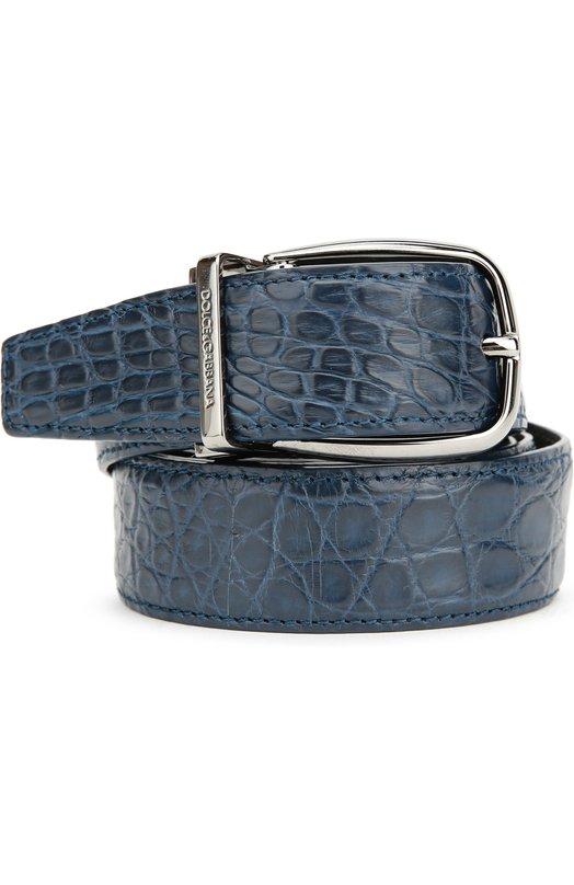 Ремень из кожи крокодила Dolce &amp; GabbanaРемни<br>В коллекцию сезона осень-зима 2016 года вошел регулируемый по длине ремень синего цвета. Доменико Дольче и Стефано Габбана выбрали для создания модели матовую крокодиловую кожу, для пряжки — серебристый металл, отполированный до блеска.<br><br>Российский размер RU: 95<br>Пол: Мужской<br>Возраст: Взрослый<br>Размер производителя vendor: 95<br>Материал: Кожа/крокодил/: 100%; Пряжка-мет.сплав: 100%;<br>Цвет: Синий