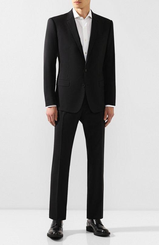 Шерстяной приталенный костюм Dolce &amp; GabbanaКостюмы<br>Черный костюм из эластичной шерсти вошел в коллекцию сезона осень-зима 2016 года. Приталенный однобортный пиджак с заостренными лацканами и карманами с клапанами, застегивающийся на две пуговицы, дополнен зауженными брюками. Рекомендуем сочетать с белой рубашкой, серым галстуком и туфлями в тон.<br><br>Российский размер RU: 48<br>Пол: Мужской<br>Возраст: Взрослый<br>Размер производителя vendor: 46C<br>Материал: Шерсть: 97%; Подкладка-вискоза: 46%; Эластан: 3%; Подкладка-ацетат: 29%; Подкладка-купра: 25%;<br>Цвет: Черный
