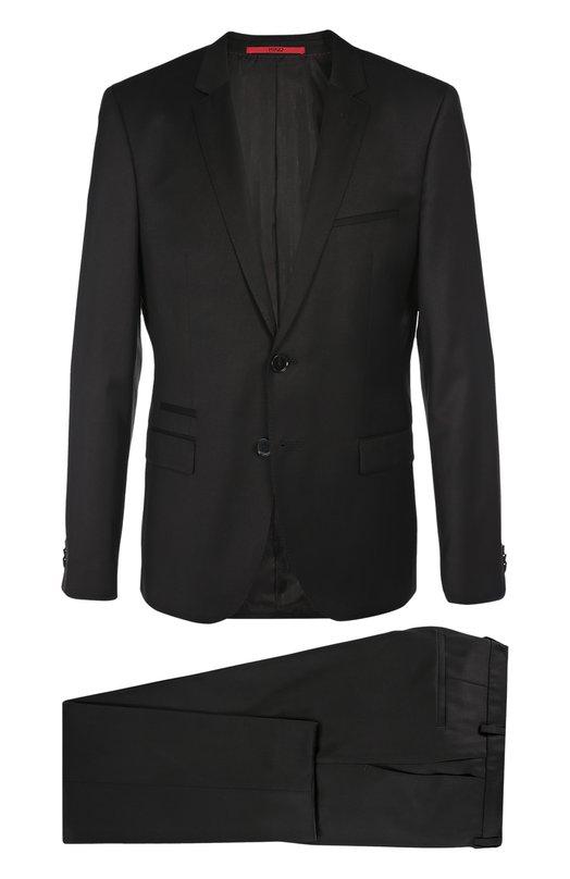 Шерстяной костюм с пиджаком на двух пуговицах HUGOКостюмы<br>Костюм вошел в осенне-зимнюю коллекцию 2016 года. Для изготовления приталенного пиджака и зауженных брюк со стрелками использована мягкая шерстяная ткань черного цвета. Нам нравится носить с рубашкой и туфлями черного цвета и галстуком в бордово-серую полоску.<br><br>Российский размер RU: 54<br>Пол: Мужской<br>Возраст: Взрослый<br>Размер производителя vendor: 54<br>Материал: Шерсть: 100%;<br>Цвет: Черный