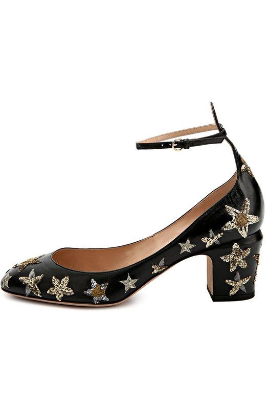 Кожаные туфли Tan-Go с аппликациями в виде звезд ValentinoТуфли<br>Черные туфли Tan-go из тонкой и мягкой лайковой кожи украшены вышивкой в виде звезд, выполненной бисером и металлизированными нитями. Дизайнеры марки, основанной Валентино Гаравани, включили модель на невысоком устойчивом каблуке, с круглым мысом в осенне-зимнюю коллекцию 2016 года.<br><br>Российский размер RU: 37<br>Пол: Женский<br>Возраст: Взрослый<br>Размер производителя vendor: 37<br>Материал: Кожа натуральная: 100%; Стелька-кожа: 100%; Подошва-кожа: 100%;<br>Цвет: Черный
