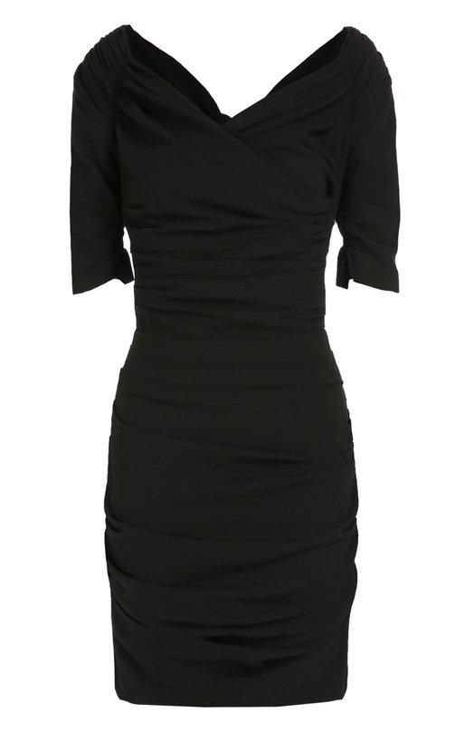 Шерстяное приталенное платье с открытыми плечами Dolce &amp; GabbanaПлатья<br>Доменико Дольче и Стефано Габбана включили короткое черное платье с драпировкой в коллекцию сезона осень-зима 2016 года. Облегающая модель с V-образным вырезом, открывающим плечи, выполнена из тонкой гладкой шерсти с добавлением эластичных нитей. Рекомендуем носить с туфлями в тон и серым клатчем.<br><br>Российский размер RU: 46<br>Пол: Женский<br>Возраст: Взрослый<br>Размер производителя vendor: 44<br>Материал: Подкладка-шелк: 93%; Полиамид: 9%; Шерсть: 86%; Подкладка-эластан: 7%; Эластан: 5%;<br>Цвет: Черный