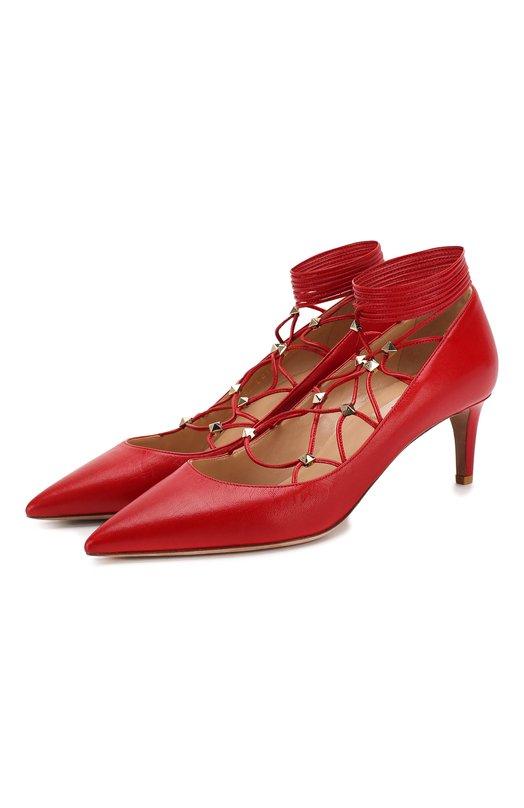 Кожаные туфли Rockstud Gladiator на шнуровке ValentinoТуфли<br>Туфли Rockstud Gladiator на невысоком каблуке из осенне-зимней коллекции бренда, основанного Валентино Гаравани, выполнены из гладкой матовой кожи красного цвета. Модель с зауженным мысом  фиксируется на ноге длинными шнурками, продетыми через шипы-пирамиды.<br><br>Российский размер RU: 37<br>Пол: Женский<br>Возраст: Взрослый<br>Размер производителя vendor: 37<br>Материал: Кожа натуральная: 100%; Стелька-кожа: 100%; Подошва-кожа: 100%;<br>Цвет: Красный