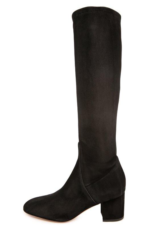 Замшевые сапоги Stretch на устойчивом каблуке ValentinoСапоги<br>Черные облегающие сапоги с миндалевидным мысом, на устойчивом каблуке изготовлены из эластичной тонкой замши. Модель вошла в осенне-зимнюю коллекцию марки, основанной Валентино Гаравани. Обувь застегивается на боковую молнию с внутренней стороны.<br><br>Российский размер RU: 38<br>Пол: Женский<br>Возраст: Взрослый<br>Размер производителя vendor: 38<br>Материал: Стелька-кожа: 100%; Подошва-кожа: 100%; Замша натуральная: 100%;<br>Цвет: Черный