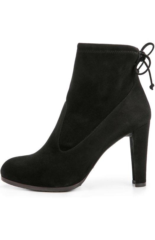Замшевые ботильоны на устойчивом каблуке Stuart WeitzmanБотильоны<br>Стюарт Вайцман включил в коллекцию сезона осень-зима 2016 года ботильоны Mitten с зауженным мысом, на прямом устойчивом каблуке. Для создания модели была использована мягкая замша двух оттенков черного. Тонкий шнурок, фиксирующий обувь на ноге, вшит в кулиску в верхней части голенища.<br><br>Российский размер RU: 39<br>Пол: Женский<br>Возраст: Взрослый<br>Размер производителя vendor: 39-5<br>Материал: Стелька-кожа: 100%; Подошва-резина: 100%; Замша натуральная: 100%;<br>Цвет: Черный