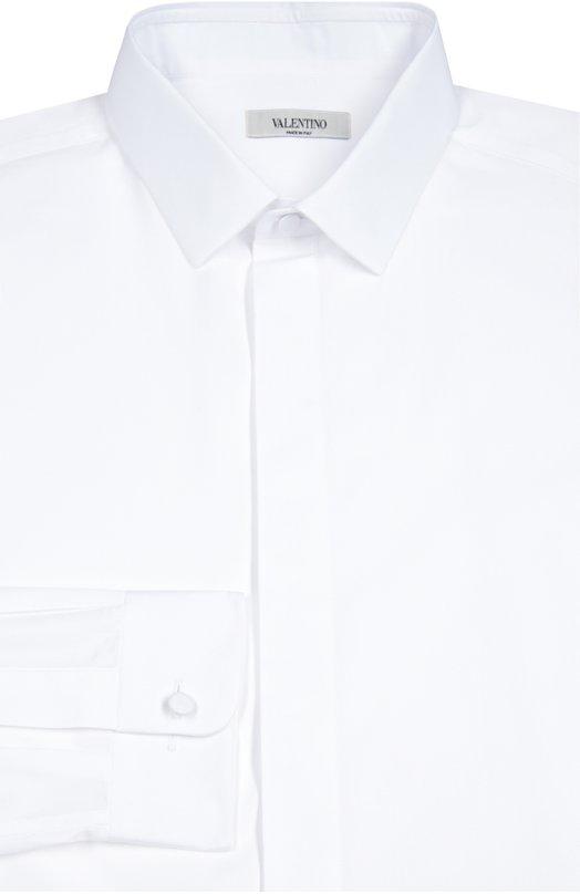 Хлопковая сорочка с воротником кент и потайными пуговицами ValentinoРубашки<br>Для изготовления белоснежной рубашки с воротником кент мастера марки использовали мягкий хлопок поплин. Модель из коллекции сезона осень-зима 2016 года застегивается на потайные пуговицы, манжеты длинных рукавов — на пуговицы, обтянутые тканью. Рекомендуем носить с темными костюмом и дерби.<br><br>Российский размер RU: 43<br>Пол: Мужской<br>Возраст: Взрослый<br>Размер производителя vendor: 43<br>Материал: Хлопок: 100%;<br>Цвет: Белый