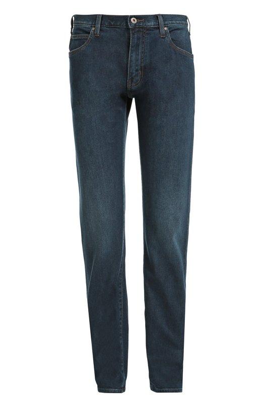 Джинсы прямого кроя с потертостями Armani JeansДжинсы<br>Синие джинсы вошли в осенне-зимнюю коллекцию 2016 года. Для создания модели мастера марки использовали плотный хлопок с добавлением эластановых нитей. Изделие прошито контрастной коричневой нитью. Попробуйте носить с бежевой водолазкой, темной стеганой курткой и черной обувью.<br><br>Российский размер RU: 50<br>Пол: Мужской<br>Возраст: Взрослый<br>Размер производителя vendor: 34-32<br>Материал: Хлопок: 99%; Эластан: 1%;<br>Цвет: Синий