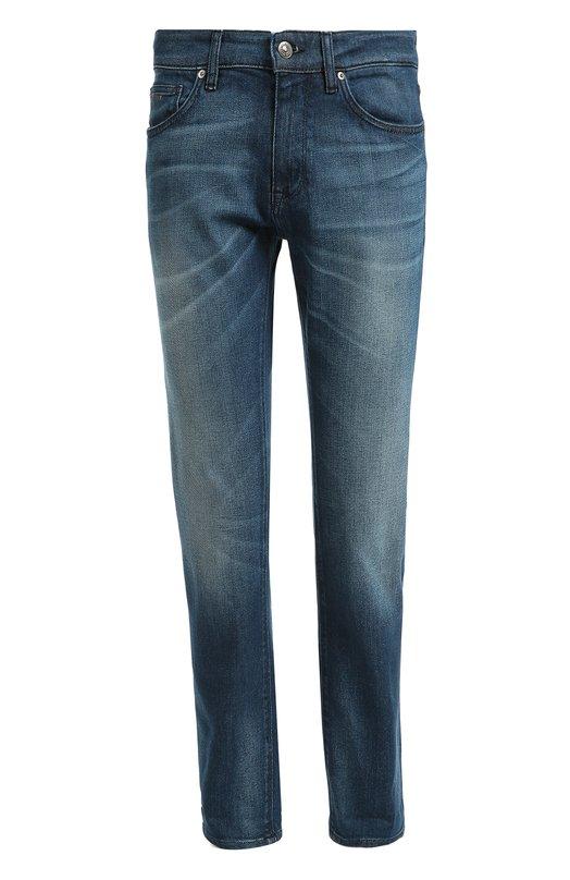 Джинсы прямого кроя с потертостями HUGO BOSS Black LabelДжинсы<br>Для изготовления джинсов с классической посадкой мастера марки использовали мягкий хлопок стрейч с заломами в местах сгиба ткани. Синяя модель Maine вошла в осенне-зимнюю коллекцию 2016 года. Наши стилисты рекомендуют сочетать с черной курткой, белой водолазкой и темной обувью.<br><br>Российский размер RU: 58<br>Пол: Мужской<br>Возраст: Взрослый<br>Размер производителя vendor: 40/32<br>Материал: Хлопок: 100%;<br>Цвет: Синий