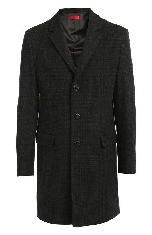 Шерстяное пальто в клетку Prince of Wales HUGOПальто и плащи<br>Мастера бренда сшили темно-серое пальто из плотной шерсти в клетку Prince of Wales. Модель с широкими лацканами, дополненная двумя боковыми карманами с клапанами, вошла в осенне-зимнюю коллекцию 2016 года. Нам нравится сочетать с темной водолазкой, черными брюками и обувью.<br><br>Российский размер RU: 50<br>Пол: Мужской<br>Возраст: Взрослый<br>Размер производителя vendor: 50<br>Материал: Шерсть: 100%;<br>Цвет: Темно-серый