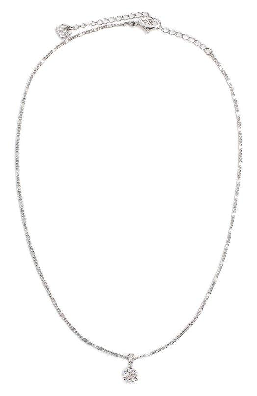 Подвеска Solitaire SwarovskiПодвески<br>Аксессуар с серебристо-белым родиевым покрытием, дополненный тонкой цепочкой, вошел в осенне-зимнюю коллекцию 2016. Кулон Solitaire представляет собой крупный прозрачный шатон, прикрепленный к миниатюрному клиновидному элементу, украшенному прозрачным кристальным паве.<br><br>Пол: Женский<br>Возраст: Взрослый<br>Размер производителя vendor: NS<br>Материал: Металл с родиевым покрытием; Кристаллы Сваровски;<br>Цвет: Серебряный