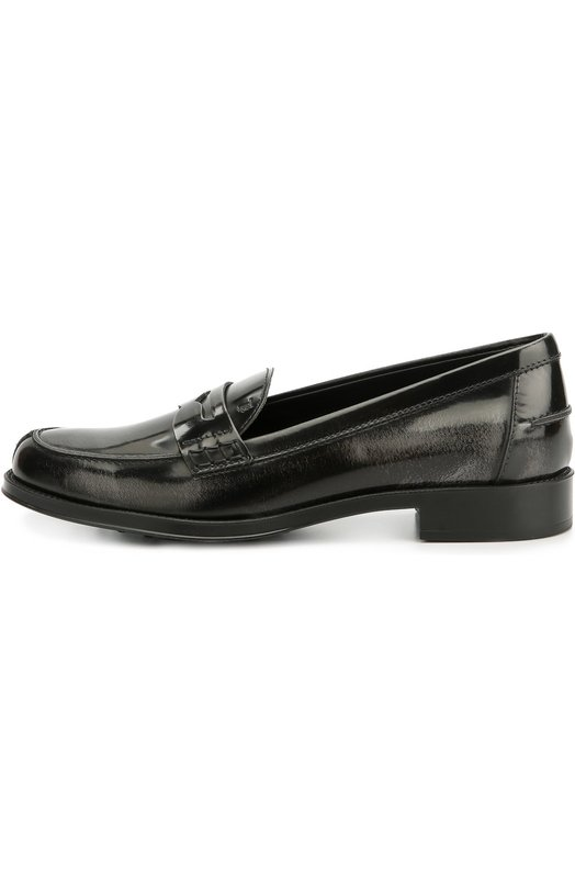 Лаковые лоферы Ivy с перемычкой Tod'sЛоферы<br>Алессандра Факкинетти включила в коллекцию сезона осень-зима 2016 года темно-серые пенни-лоферы Ivy из глянцевой кожи. Модель на широкой подошве с резиновыми шипами, характерными для обуви марки, дополнена широкой перемычкой в тон, язычок — тиснением в виде логотипа бренда.<br><br>Российский размер RU: 38<br>Пол: Женский<br>Возраст: Взрослый<br>Размер производителя vendor: 38-5<br>Материал: Кожа натуральная: 100%; Стелька-кожа: 100%; Подошва-резина: 100%;<br>Цвет: Серый