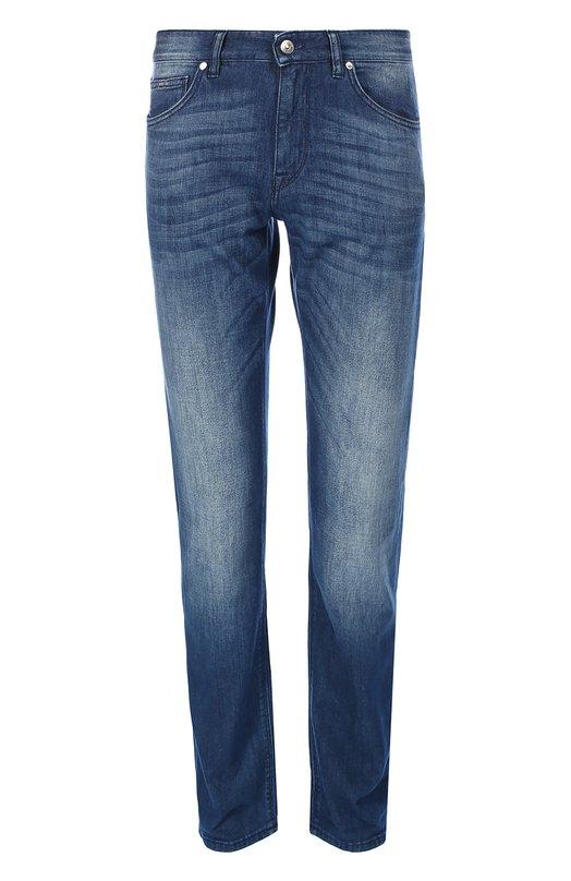 Зауженные джинсы с потертостями BOSSДжинсы<br>Синие джинсы с декоративными потертостями и заломами в местах сгиба ткани выполнены из плотного гладкого хлопка. Зауженная модель вошла в осенне-зимнюю коллекцию бренда, основанного Хуго Фердинандом Боссом. Нам нравится носить с белыми кедами и разноцветной футболкой.<br><br>Российский размер RU: 54<br>Пол: Мужской<br>Возраст: Взрослый<br>Размер производителя vendor: 36/32<br>Материал: Хлопок: 100%;<br>Цвет: Синий