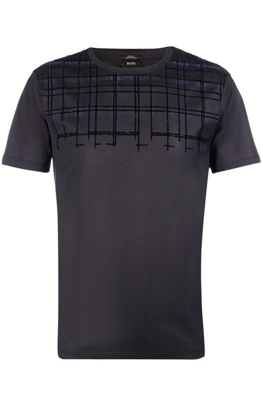 Хлопковая футболка с принтом BOSSФутболки<br>Для производства синей футболки с круглым вырезом мастера бренда использовали тонкий гладкий хлопок. Модель из осенне-зимней коллекции бренда, основанного Хуго Фердинандом Боссом, декорирована темным принтом. Нам нравится носить с черными джинсами и кедами.<br><br>Российский размер RU: 56<br>Пол: Мужской<br>Возраст: Взрослый<br>Размер производителя vendor: 3XL<br>Материал: Хлопок: 100%;<br>Цвет: Темно-синий