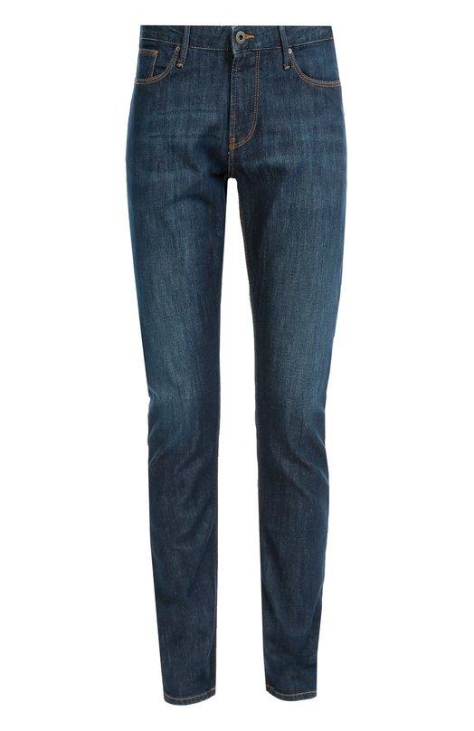 Зауженные джинсы с контрастной отстрочкой Armani JeansДжинсы<br>Мастера марки, основанной Джорджио Армани, сшили джинсы из плотного эластичного хлопка. Зауженная модель вошла в коллекцию сезона осень-зима 2016 года. Попробуйте носить с лонгсливом, жилетом и кедами черного цвета.<br><br>Российский размер RU: 48<br>Пол: Мужской<br>Возраст: Взрослый<br>Размер производителя vendor: 32-32<br>Материал: Хлопок: 98%; Эластан: 2%;<br>Цвет: Синий