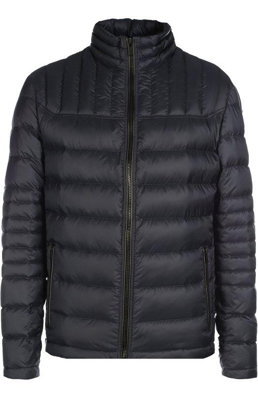 Стеганый пуховик с воротником-стойкой HUGOКуртки<br>Для создания куртки Barel из осенне-зимней коллекции 2016 года использован легкий водоотталкивающий текстиль. Синяя стеганая куртка с воротником-стойкой, утепленная утиным пухом, и два боковых кармана застегиваются на молнию. Советуем носить с серой водолазкой, темными брюками и кроссовками.<br><br>Российский размер RU: 50<br>Пол: Мужской<br>Возраст: Взрослый<br>Размер производителя vendor: L<br>Материал: Пух: 80%; Перо: 20%; Полиамид: 100%;<br>Цвет: Темно-синий
