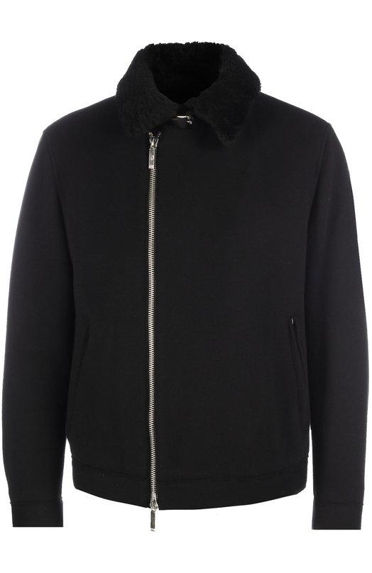 Шерстяная куртка на молнии BOSSКуртки<br>Черная куртка Calsen с воротником из овчины, дополненным кожаным ремешком, вошла в коллекцию сезона осень-зима 2016 года. Модель из плотной шерстяной ткани и два боковых кармана застегиваются на молнию, манжеты – на пуговицу. Нам нравится носить с водолазкой в тон, серыми брюками и темной обувью.<br><br>Российский размер RU: 56<br>Пол: Мужской<br>Возраст: Взрослый<br>Размер производителя vendor: 56<br>Материал: Шерсть: 100%;<br>Цвет: Черный