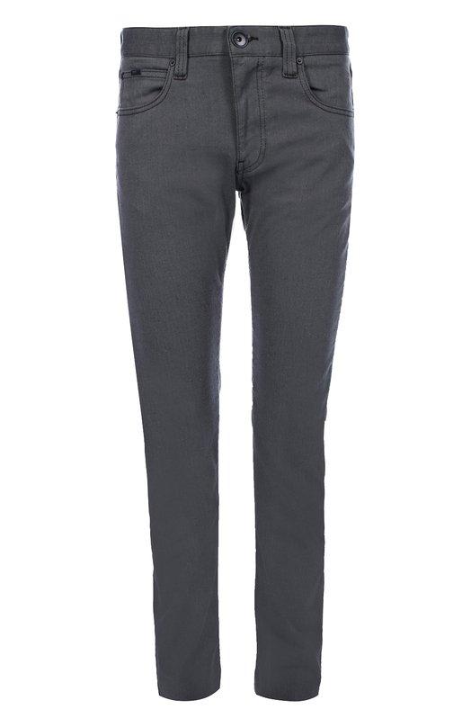 Зауженные джинсы из эластичного хлопка Armani CollezioniДжинсы<br>Для создания зауженных джинсов мастера марки, основанной Джорджо Армани, использовали фактурный мягкий хлопок стрейч. Модель серого цвета вошла в осенне-зимнюю коллекцию 2016 года. Наши стилисты рекомендуют сочетать с пуловером и кедами.<br><br>Российский размер RU: 48<br>Пол: Мужской<br>Возраст: Взрослый<br>Размер производителя vendor: 32<br>Материал: Хлопок: 90%; Полиэстер: 8%; Эластан: 2%;<br>Цвет: Серый