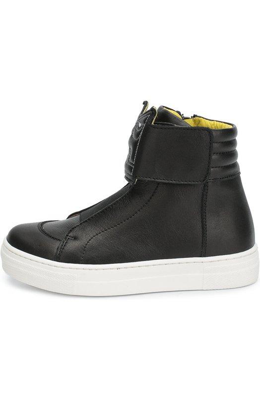 Высокие кожаные кеды с вышивкой Fendi RomaСпортивная обувь<br>Черные кеды из осенне-зимней коллекции 2016 года выполнены из мягкой гладкой кожи. Модель застегивается на молнию. Ширину голенища фиксирует ремешок с застежкой велькро, украшенный строчкой в виде эмблемы бренда и монстра Peekaboo. Эластичная вставка спереди позволяет легко надевать и снимать обувь.<br><br>Российский размер RU: 28<br>Пол: Мужской<br>Возраст: Детский<br>Размер производителя vendor: 28<br>Материал: Кожа натуральная: 100%; Стелька-кожа: 100%; Подошва-резина: 100%;<br>Цвет: Черный