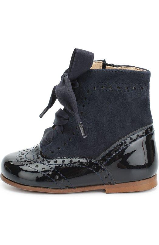 Комбинированные ботинки с перфорацией ClarysБотинки<br>Синие ботинки выполнены из комбинации гладкой лакированной кожи и мягкой бархатистой замши. Модель из осенне-зимней коллекции 2016 года декорирована перфорацией. Помимо шнуровки, у модели есть функциональная боковая молния. Ремешок с застежкой велькро защищает ее от случайного расстегивания.<br><br>Российский размер RU: 19<br>Пол: Женский<br>Возраст: Детский<br>Размер производителя vendor: 19<br>Материал: Кожа натуральная: 100%; Стелька-кожа: 100%; Подошва-резина: 100%; Замша натуральная: 100%;<br>Цвет: Синий