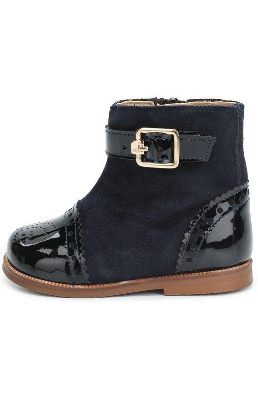 Комбинированные ботинки с перфорацией ClarysБотинки<br>Дизайнер бренда включил синие ботинки в коллекцию сезона осень-зима 2016 года. Голенище сшито из мягкой замши, мыс и задник с перфорацией, а также декоративный ремешок с металлической пряжкой — из гладкой кожи с матовым блеском. Пуллер молнии скрыт под ремешком с застежкой велькро.<br><br>Российский размер RU: 18<br>Пол: Женский<br>Возраст: Детский<br>Размер производителя vendor: 18<br>Материал: Кожа натуральная: 100%; Стелька-кожа: 100%; Подошва-резина: 100%; Замша натуральная: 100%;<br>Цвет: Синий