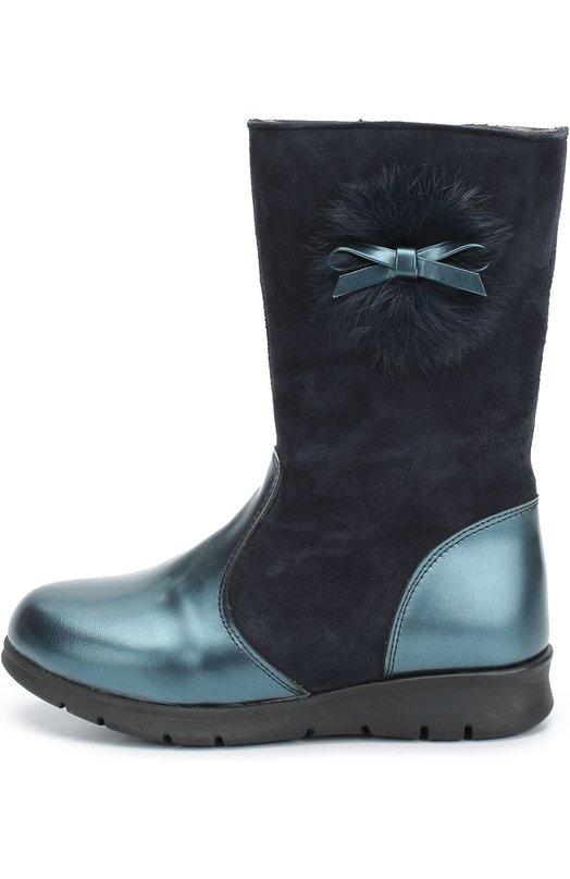 Комбинированные сапоги с помпоном и бантом ClarysСапоги<br>Дизайнер бренда включил синие сапоги на молнии в осенне-зимнюю коллекцию 2016 года. Модель сшита из комбинации двух материалов: мыс и задник — из гладкой синей кожи с матовым блеском, голенище — из мягкой замши. Обувь на широкой рифленой подошве украшена меховым помпоном с бантом.<br><br>Российский размер RU: 27<br>Пол: Женский<br>Возраст: Детский<br>Размер производителя vendor: 27<br>Материал: Кожа натуральная: 100%; Подошва-резина: 100%; Замша натуральная: 100%; Стелька-овчина: 100%;<br>Цвет: Синий