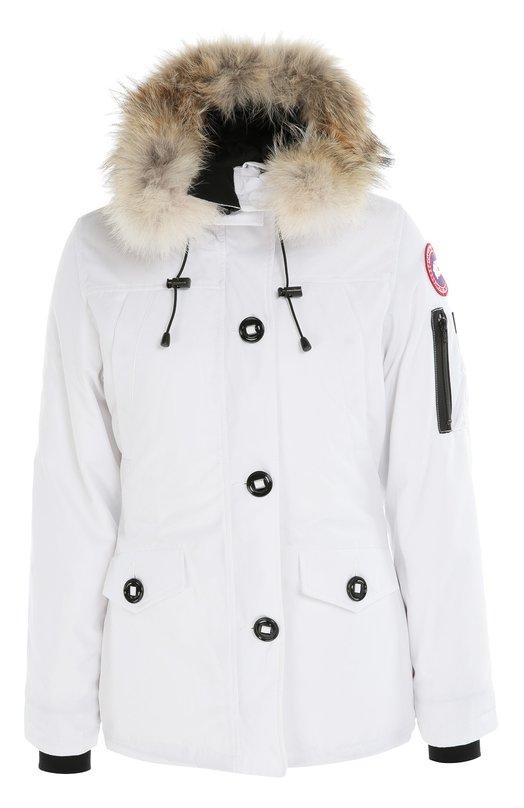 Утепленная куртка с капюшоном и меховой отделкой Canada GooseКуртки<br>В коллекцию сезона осень-зима 2016 года вошла короткая белоснежная куртка из прочного текстиля, утепленная пухом канадских уток. Модель Montebello регулируется шнурком на талии, расположенным с изнаночной стороны. Капюшон декорирован съемным мехом койота.<br><br>Российский размер RU: 42<br>Пол: Женский<br>Возраст: Взрослый<br>Размер производителя vendor: S<br>Материал: Полиэстер: 85%; Хлопок: 15%; Подкладка-нейлон: 100%; Отделка мех нат.: 100%; Пух утиный: 100%;<br>Цвет: Белый