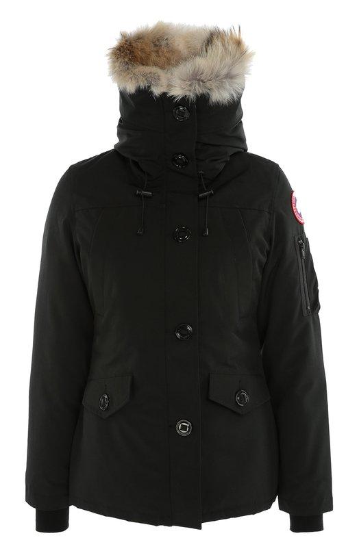 Утепленная куртка с капюшоном и меховой отделкой Canada GooseКуртки<br>При создании черной короткой куртки на мягкой флисовой подкладке мастера марки использовали плотный текстиль Arctic-Tech, который защищает от ветра и сохраняет тепло. Модель Montebello застегивается на молнию, скрытую под планкой с пуговицами. Изделие дополнено капюшоном с отделкой мехом койота.<br><br>Российский размер RU: 48<br>Пол: Женский<br>Возраст: Взрослый<br>Размер производителя vendor: L<br>Материал: Полиэстер: 85%; Хлопок: 15%; Подкладка-нейлон: 100%; Отделка мех нат.: 100%; Пух утиный: 100%;<br>Цвет: Черный