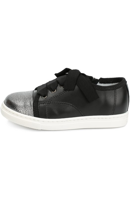 Кожаные кеды с контрастным мысом LanvinСпортивная обувь<br>Черные кеды на широкой белой подошве сшиты из матовой зерненой кожи, кант – из текстиля в тон. Модель из осенне-зимней коллекции 2016 года дополнена вставкой на мысе из тисненой металлизированной кожи серебристого цвета. Обувь со шнуровкой дополнена боковой молнией.<br><br>Российский размер RU: 29<br>Пол: Женский<br>Возраст: Детский<br>Размер производителя vendor: 29<br>Материал: Кожа натуральная: 100%; Стелька-кожа: 100%; Подошва-резина: 100%;<br>Цвет: Черный