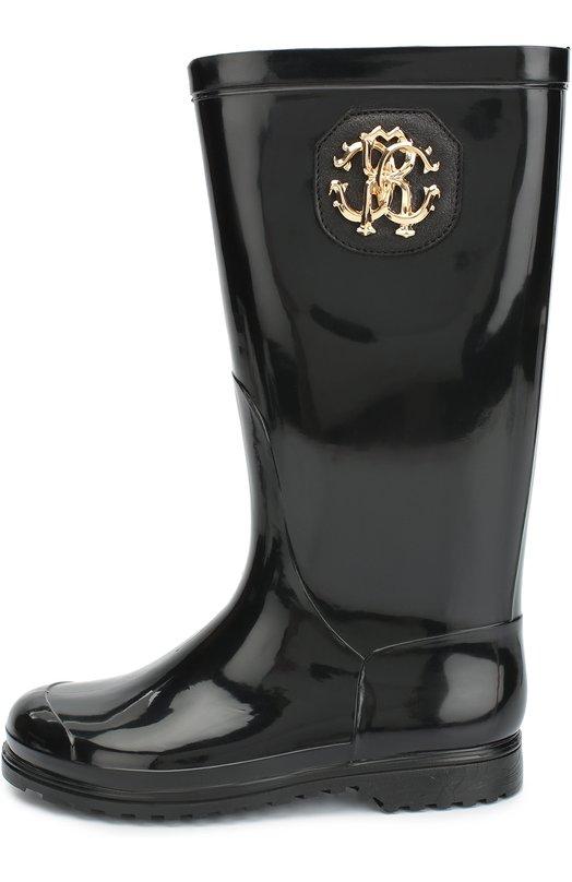Резиновые сапоги с нашивкой Roberto CavalliСапоги<br>В осенне-зимнюю коллекцию 2016 года вошли высокие сапоги на небольшом каблуке и широкой подошве с протектором. Обувь изготовлена из мягкой эластичной резины черного цвета. Широкое голенище декорировано нашивкой с металлическим логотипом марки.<br><br>Российский размер RU: 30<br>Пол: Женский<br>Возраст: Детский<br>Размер производителя vendor: 30<br>Материал: Подошва-резина: 100%; Резина: 100%; Стелька-текстиль: 100%;<br>Цвет: Черный