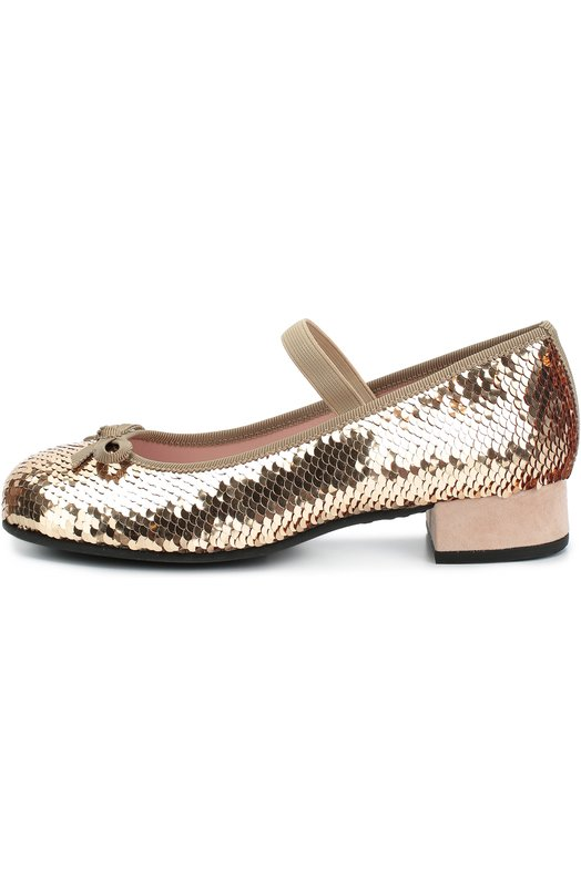 Туфли с пайетками и бантом Pretty BallerinasТуфли<br>Золотистые туфли на низком каблуке, украшенные миниатюрными пайетками, вошли в осенне-зимнюю коллекцию 2016 года. Модель дополнена ремешком-резинкой, прочно фиксирующим обувь на подъеме. Круглый мыс украшен бантом. Вырез отделан мягким шелковистым кантом.<br><br>Российский размер RU: 31<br>Пол: Женский<br>Возраст: Детский<br>Размер производителя vendor: 31<br>Материал: Стелька-кожа: 100%; Подошва-резина: 100%; Пластмасса: 100%;<br>Цвет: Золотой