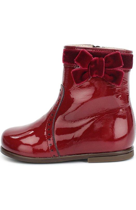 Лаковые сапоги с бархатным бантом BeberlisСапоги<br>Красные сапоги, которые застегиваются на боковую молнию, изготовлены вручную из гладкой лакированной кожи. Модель с ортопедической колодкой вошла в коллекцию сезона осень-зима 2016 года. Обувь украшена кантом и бантом из мягкого бархата в тон, а также крупной перфорацией.<br><br>Российский размер RU: 24<br>Пол: Женский<br>Возраст: Детский<br>Размер производителя vendor: 24<br>Материал: Кожа натуральная: 100%; Стелька-кожа: 100%; Подошва-резина: 100%; Отделка-текстиль: 100%;<br>Цвет: Красный