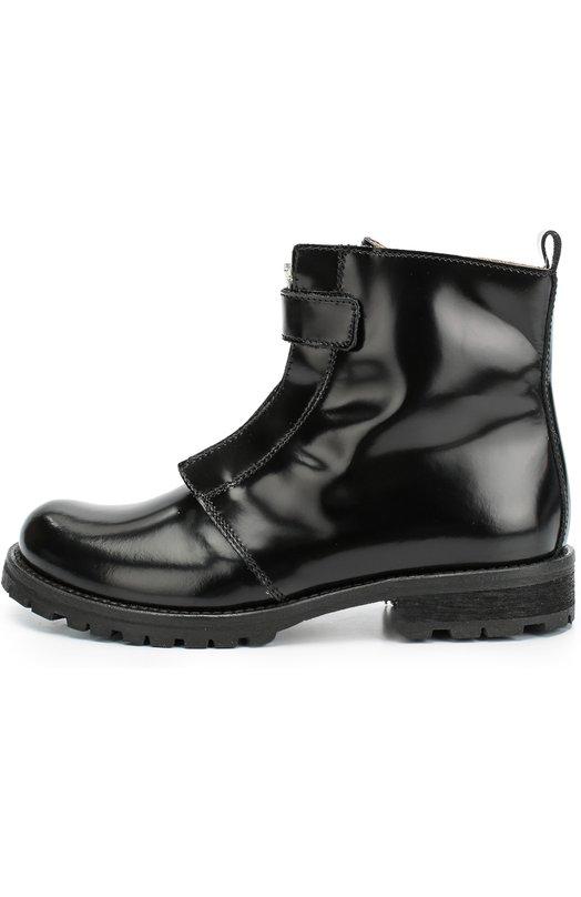 Лаковые ботинки с декорированной молнией GallucciБотинки<br>Дизайнеры бренда включили черные ботинки на невысоком каблуке и рифленой резиновой подошве в коллекцию сезона осень-зима 2016 года. Модель выполнена из гладкой лакированной кожи Молния, расположенная спереди, дополнена ремешком с застежкой велькро, защищающим от случайного расстегивания.<br><br>Российский размер RU: 35<br>Пол: Женский<br>Возраст: Детский<br>Размер производителя vendor: 35<br>Материал: Кожа натуральная: 100%; Стелька-кожа: 100%; Подошва-резина: 100%;<br>Цвет: Черный