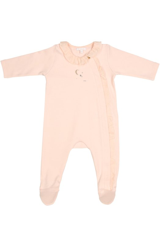 Пижама из хлопка с рисунком Chlo?Одежда<br>В осенне-зимнюю коллекцию 2016 года вошла пижама с гладкими швами, которые не натирают кожу. Модель с длинными рукавами сшита из мягкого дышащего хлопка розового цвета. Планка с потайными кнопками и круглый вырез украшены воланами, лицевая сторона — рисунком в виде звездного неба и логотипа марки.<br><br>Размер Months: 3<br>Пол: Женский<br>Возраст: Для малышей<br>Размер производителя vendor: 62-68cm<br>Материал: Хлопок: 100%;<br>Цвет: Розовый