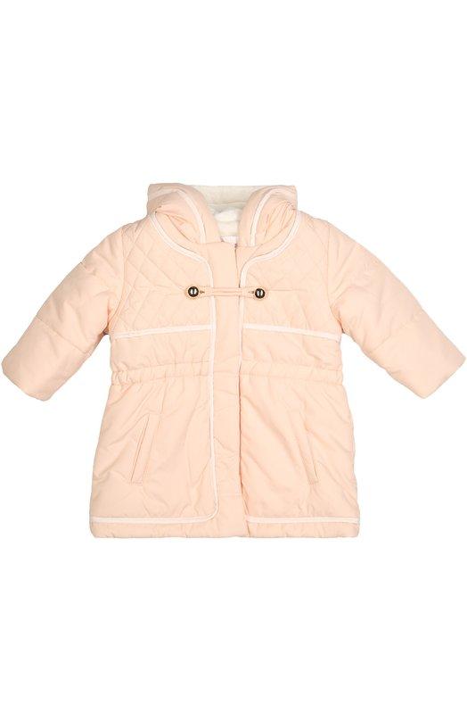 Стеганая куртка с капюшоном Chlo?Верхняя одежда<br>Розовая стеганая куртка с капюшоном, длинными рукавами и двумя боковыми карманами вошла в коллекцию сезона осень-зима 2016 года. Модель на молнии, сшитая из непромокаемого матового нейлона, дополнена застежкой-клевант с позолоченными пуговицами.<br><br>Размер Months: 18<br>Пол: Женский<br>Возраст: Детский<br>Размер производителя vendor: 90-98cm<br>Материал: Полиэстер: 100%; Подкладка-полиэстер: 100%;<br>Цвет: Розовый