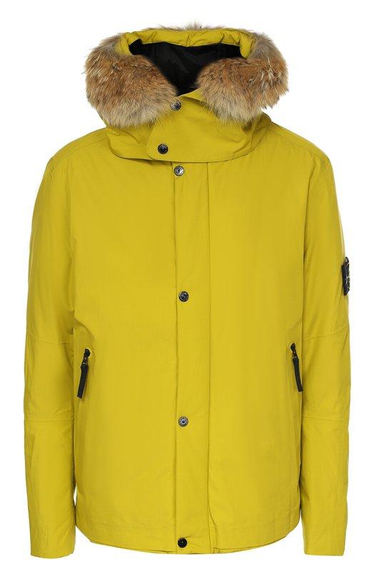 Утепленная куртка с меховой отделкой капюшона Stone IslandКуртки<br>Оливковая куртка с двумя боковыми карманами вошла в осенне-зимнюю коллекцию 2016 года. Модель из плотной мембранной ткани простегана слоем утеплителя PrimaLoft. Этот материал обладает свойствами натурального пуха, но более тонкий и легкий.<br><br>Российский размер RU: 46<br>Пол: Мужской<br>Возраст: Взрослый<br>Размер производителя vendor: S<br>Материал: Хлопок: 100%; Подкладка-полиамид: 100%; Отделка мех нат.: 100%;<br>Цвет: Светло-зеленый