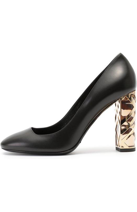 Кожаные туфли на декорированном каблуке BurberryТуфли<br>Для изготовления туфель из осенне-зимней коллекции 2016 года использована матовая опойковая кожа черного цвета. Высокий устойчивый каблук украшен латунной отделкой, повторяющей рисунок клетки, знаковой для марки, основанной Томасом Берберри.<br><br>Российский размер RU: 39<br>Пол: Женский<br>Возраст: Взрослый<br>Размер производителя vendor: 39-5<br>Материал: Кожа натуральная: 100%; Стелька-кожа: 100%; Подошва-кожа: 100%; Подошва-резина: 100%;<br>Цвет: Черный