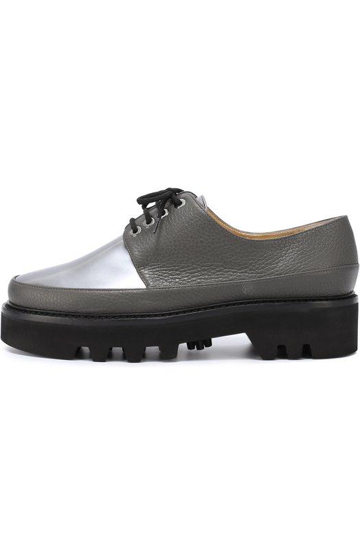 Кожаные ботинки Dingo на массивной подошве Walter SteigerБотинки<br>Серые ботинки изготовлены вручную из двух типов кожи: зернистой серой и гладкой цвета металлик. Модель Dingo дополнена широкой подошвой с протектором. Обувь с открытым типом шнуровки вошла в осенне-зимнюю коллекцию марки, основанной Вальтером Штайгером.<br><br>Российский размер RU: 40<br>Пол: Женский<br>Возраст: Взрослый<br>Размер производителя vendor: 40<br>Материал: Кожа натуральная: 100%; Стелька-кожа: 100%; Подошва-кожа: 100%;<br>Цвет: Серый