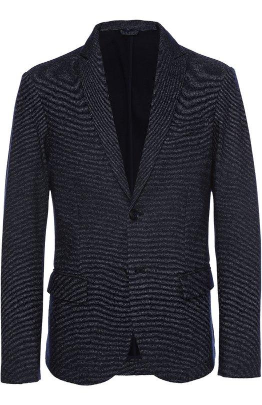 Однобортный пиджак из смеси шерсти и хлопка Armani JeansПиджаки<br>Синий однобортный пиджак вошел в коллекцию сезона осень-зима 2016 года. Модель с боковыми карманами, дополненными клапанами, произведена из мягкой фактурной шерсти. Нам нравится сочетать с футболкой в тон, темными брюками и черными кроссовками.<br><br>Российский размер RU: 50<br>Пол: Мужской<br>Возраст: Взрослый<br>Размер производителя vendor: 48<br>Материал: Шерсть: 62%; Полиэстер: 28%; Хлопок: 10%;<br>Цвет: Темно-синий