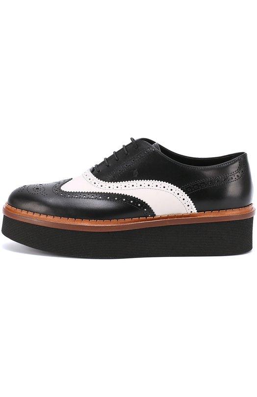 Кожаные оксфорды Gomma на высокой платформе Tod'sБотинки<br>В осенне-зимнюю коллекцию 2016 года вошли ботинки Gomma на платформе, дополненной коричневым зубчатым рантом. Для пошива обуви была использована гладкая матовая кожа черного цвета, для вставки на союзке — белого. Круглый мыс и швы украшены узорами, выполненными методом лазерной перфорации.<br><br>Российский размер RU: 39<br>Пол: Женский<br>Возраст: Взрослый<br>Размер производителя vendor: 39-5<br>Материал: Кожа натуральная: 100%; Стелька-кожа: 100%; Подошва-резина: 100%;<br>Цвет: Черно-белый