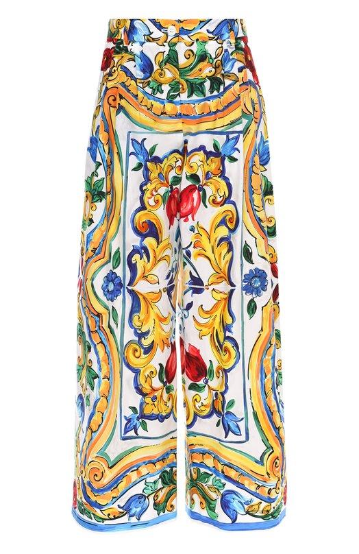 Укороченные широкие брюки с ярким принтом Dolce &amp; GabbanaШорты<br>Доменико Дольче и Стефано Габбана включили в осенне-зимнюю коллекцию 2016 года разноцветные кюлоты с широким поясом. Брюки сшиты из тонкого поплина с принтом, повторяющим узоры майолики Кальтаджироне. Рекомендуем сочетать с топом в тон, черными сабо и красной сумкой.<br><br>Российский размер RU: 46<br>Пол: Женский<br>Возраст: Взрослый<br>Размер производителя vendor: 44<br>Материал: Хлопок: 100%;<br>Цвет: Разноцветный