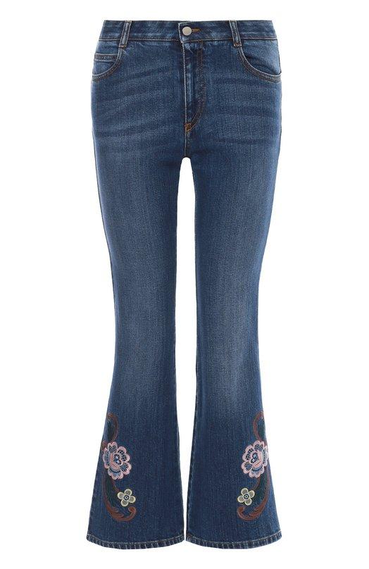 Укороченные расклешенные джинсы с вышивкой Stella McCartneyДжинсы<br>Стелла Маккартни включила синие укороченные джинсы в коллекцию сезона осень-зима 2016 года. Для создания расклешенной модели использован мягкий хлопок стрейч с небольшими потертостями. Брючины украшены цветочной вышивкой. Советуем носить со светлым свитером и бежевыми кедами.<br><br>Российский размер RU: 40<br>Пол: Женский<br>Возраст: Взрослый<br>Размер производителя vendor: 25<br>Материал: Хлопок: 98%; Эластан: 2%; Отделка-полиэстер: 100%;<br>Цвет: Синий