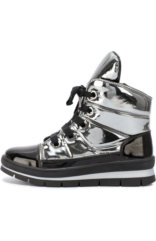 Ботинки из металлизированного текстиля на молнии Jog DogБотинки<br>Ботинки из металлизированной непромокаемой ткани вошли в осенне-зимнюю коллекцию 2016 года. Трехслойный утеплитель хорошо пропускает воздух и отводит влагу, поэтому ноги не будут мерзнуть и потеть. Подошва из гибкого полиуретана обеспечивает надежное сцепление. Модель на шнуровке дополнена боковой молнией.<br><br>Российский размер RU: 39<br>Пол: Женский<br>Возраст: Взрослый<br>Размер производителя vendor: 39<br>Материал: Подошва-резина: 100%; Текстиль: 100%; Стелька-текстиль: 100%;<br>Цвет: Серебряный