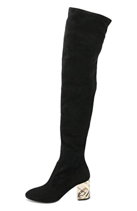 Замшевые ботфорты на декорированном каблуке BurberryСапоги<br>Черные ботфорты с зауженным мысом сшиты из прочной замши, выделанной вручную. Сапоги из осенне-зимней коллекции марки, основанной Томасом Берберри, застегиваются на короткую молнию сбоку. Полупрозрачный устойчивый каблук средней высоты украшен золотистой клеткой, повторяющей фирменный узор марки.<br><br>Российский размер RU: 39<br>Пол: Женский<br>Возраст: Взрослый<br>Размер производителя vendor: 39-5<br>Материал: Стелька-кожа: 100%; Подошва-кожа: 100%; Подошва-резина: 100%; Замша натуральная: 100%;<br>Цвет: Черный