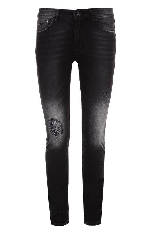 Джинсы скинни с потертостями IcebergДжинсы<br>Черные узкие джинсы сшиты из эластичного хлопка, поэтому изделие плотно прилегает к телу. Модель из осенне-зимней коллекции 2016 года декорирована потертостями и разрывами на коленях. Рекомендуем сочетать с бордовым свитшотом, а также бомбером и кроссовками в тон.<br><br>Российский размер RU: 46<br>Пол: Мужской<br>Возраст: Взрослый<br>Размер производителя vendor: 30<br>Материал: Хлопок: 98%; Эластан: 2%;<br>Цвет: Черный