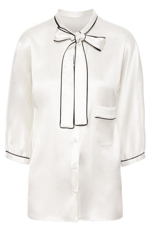 Шелковая блуза с контрастной отделкой и воротником аскот Dolce &amp; GabbanaБлузы<br>Доменико Дольче и Стефано Габбана включили белую блузу с рукавами 3/4 в осенне-зимнюю коллекцию 2016 года. Модель выполнена из плотного гладкого шелка с матовым блеском. Воротник аскот, манжеты и накладной карман отделаны темным кантом.<br><br>Российский размер RU: 46<br>Пол: Женский<br>Возраст: Взрослый<br>Размер производителя vendor: 44<br>Материал: Шелк: 96%; Эластан: 4%;<br>Цвет: Белый