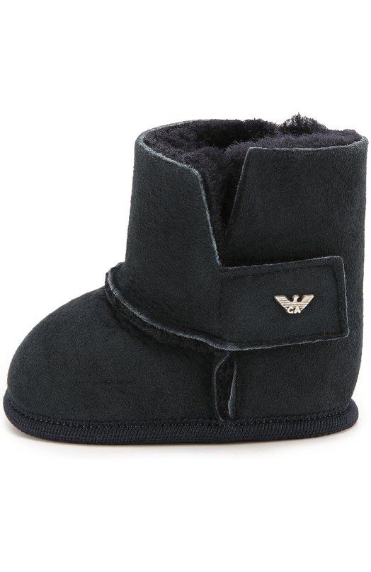 Замшевые пинетки с внутренней отделкой из овчины Giorgio ArmaniОбувь<br>В коллекцию сезона осень-зима 2016 года вошли синие пинетки. Для создания модели была использована мягкая замша. Чтобы утепленную овчиной обувь было удобно надевать и снимать, сбоку предусмотрен ремешок с застежкой велькро.<br><br>Российский размер RU: 15<br>Пол: Женский<br>Возраст: Для малышей<br>Размер производителя vendor: 15<br>Материал: Замша натуральная: 100%; Подошва-замша: 100%; Стелька-овчина: 100%;<br>Цвет: Синий